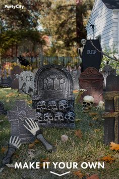 Halloween Outside, Halloween Porch, Creepy Halloween, Halloween Birthday, Outdoor Halloween, Holidays Halloween, Halloween Graveyard, Halloween Makeup, Easy Halloween Decorations