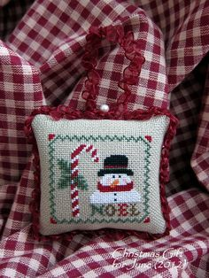 Candy Cane Wishes: Noel Ornament Plum Pudding Needleart
