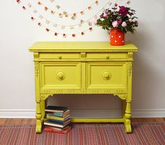 English Yellow is a bright traditional yellow in the Chalk Paint® palette. Annie Sloan first developed her signature range of furniture paint in calling it 'Chalk Paint' because of this decorative paint's velvety, matte finish. Decor, Furniture Diy, Colorful Furniture, Painted Furniture, Painted Sideboard, Yellow Furniture, Furniture, Painted Furniture Colors, Beautiful Furniture