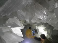 The world's largest geode measure 35 feet in diameter at its widest point, and is made of almost pure celestite. A close contender measures 26 feet, and ...
