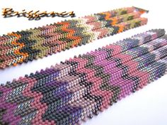Briggancs: Mississippi karkötők - love the colors interesting combo of peyote and herringbone