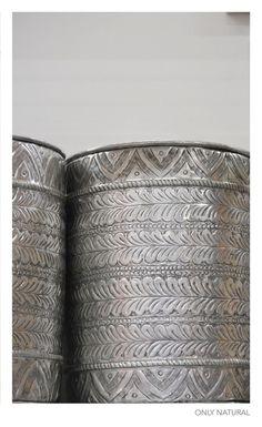 Metalen blikken uit de nieuwe collectie van fairtrade-producent Only Natural uit India.