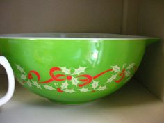 Christmas pyrex!  Where in the world did they find this?????  I want one!