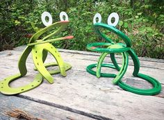 ~~ Horseshoe Garden Frog ~~ Quirky and unique, these adorable frogs are made from horseshoes that have been welded together and painted in bright playful colors. Each frog made varies slightly, making it one of a kind! Different shades of green available. Moss green and Grass green