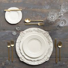 Antique White Florentine Charger + The White Collection vintage china + Gold Flatware + Cut Crystal/Flute trio + Antique Crystal Salt Cellars | Casa de Perrin Design Presentation