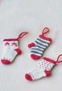Stickade julstrumpor i miniatyr Novita Venla