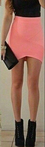 Usar faldas apretadas ...  Ayudan a tu cuerpo a mostrar su figura sexy y natural  ...