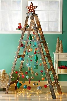 Ladder used as a Xmas tree. Ladder used as a Xmas tree. Ladder used as a Xmas tree. Ladder used as a Xmas tree. Unusual Christmas Trees, Different Christmas Trees, Creative Christmas Trees, Alternative Christmas Tree, Christmas Tree Design, Noel Christmas, Rustic Christmas, Christmas Projects, Christmas Decorations