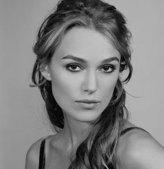 beauty queens of the film, television and music industry in black and white. Keira Knightley Hair, Keira Christina Knightley, Beauty Queens, Celebrity Crush, Renaissance Dresses, Actors & Actresses, Vampire Academy, Portrait Photography, Cate Blanchett