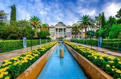 Eram Garden, Shiraz, Iran (Persian: باغ ارم شیراز) This beautiful garden is located in one of the best cities in Iran. Shiraz Iran, Persian Architecture, Persian Garden, Muslim Beauty, Iran Travel, Persian Pattern, Ancient Persia, Iranian Art, Built Environment