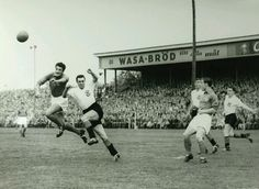 France 2 Scotland 1 in 1958 in Orebro. A good French beat the hard working Scots in Group 2 #WorldCupFinals