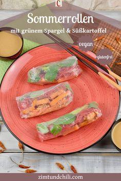SOMMERROLLEN MIT GRÜNEM SPARGEL UND SÜßKARTOFFELVietnamesische Sommerrollen sind super, wenn es draußen heiß ist. Meine Sommerrollen mit einer Füllung aus grünem Spargel und Süßkartoffeln kommen mit einer Erdnusssauce bzw. einem asiatischen Dip daher. Das Rezept ist vegan und glutenfrei. Wie du deine Sommerrollen rollen kannst, erfährst du auch. #SommerrollenRezept #vietnamesischeSommerrollen #SommerrollenDip #SommerrollenErdnusssauce #veganeRezepte #SommerrollenFüllung Fresh Rolls, Super, Tacos, Mexican, Ethnic Recipes, Chili, Clean Eating, Foodblogger, Dressings