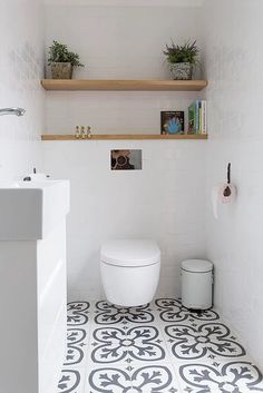 Clean and uncluttered bathrooms make this contemporary bathroom seem more spacious.