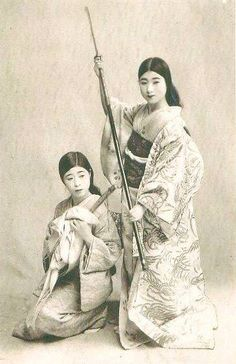 This page is dedicated to the beautiful performers of Japan, both Past and Present. I do not claim. Japanese History, Asian History, Japanese Culture, British History, Female Samurai, Samurai Warrior, Photo Vintage, Vintage Photos, Vintage Vogue