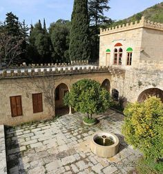 Interior of the Palace of Habib Pacha El Saad in Ain Trez Beautiful Homes, Beautiful Places, Overseas Travel, Castle House, House With Porch, Mountain Homes, Earthship, Old Buildings, Traditional House