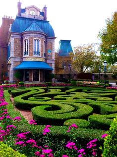 epcot-world-showcase:    France Pavilion Garden - Epcot (by Shealen D)