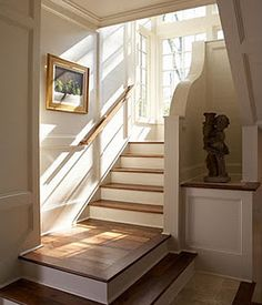 No railing at floor level of stairs