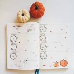 Halloween bullet journal weekly spread for October theme by The largest collection of Halloween inspired bullet journal spreads, layouts, trackers and doodles for your Halloween bullet journal theme! Bullet Journal Weekly Layout, Bullet Journal Cover Page, Bullet Journal 2020, Bullet Journal Notebook, Bullet Journal Aesthetic, Bullet Journal Spread, Bullet Journal Inspo, Bullet Journal Ideas Pages, Bullet Journal October Theme