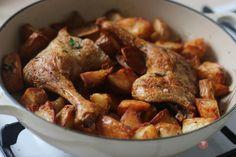 Recept na Chrumkavé kačacie stehná so zemiakmi. Neskutočné dobré chrumkavé kačacie stehná podľa receptu Nigelly Lawson. #kačacie #nigella #recept