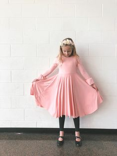 This weekend I made a twirl dress for Clementine to wear to a friend's Nutcracker performance. I used the Flashback Tee pattern (size and added a circle skirt. Girl Dress Patterns, Sewing Patterns, Kids Patterns, Dress Tutorials, Sewing Tutorials, Sewing Tools, Sewing Ideas, Sewing Projects, Bodice Pattern