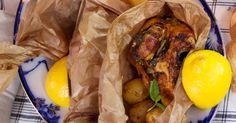 Kyckling penslas med citrusmarinad och tillagas i ugn tillsammans med libbsticka, mynta och färskpotatis. Gott och enkelt! Pot Roast, Tandoori Chicken, Scones, Sausage, Curry, Pork, Canning, Ethnic Recipes, Gardens