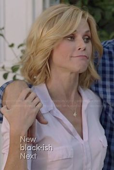 Claire's white flap pocket top on Modern Family. Outfit Details: http://wornontv.net/38885/ #ModernFamily