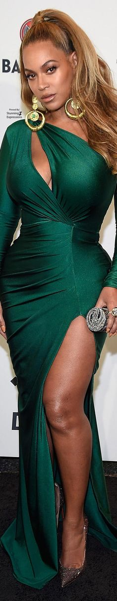 Beyonce Green Satin Dress, Silk Satin Dress, Satin Dresses, Green Fashion, Color Fashion, She's A Lady, Color Me Beautiful, Beyonce Knowles, Green Silk