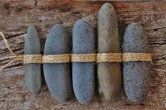 from the website: Things Organized Neatly. Pebble Stone, Pebble Art, Stone Art, Zen Rock, Rock Art, Stone Crafts, Rock Crafts, Sea Crafts, Caillou Roche