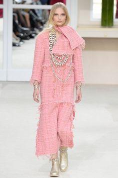 Chanel / Fall 2016 Ready-to-Wear Fashion Show
