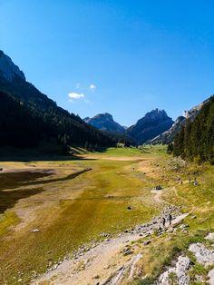 Herrliche Wanderung von Brülisau zum Sämtisersee im Alpstein, Appenzell Wanderlust, Skyline, Paris, Hiking, Country Roads, Adventure, Mountains, Nature, Travel
