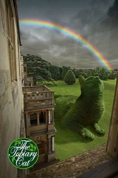 You may have previously seen some images of giant cat hedges like the one above. It's because one artist's handiwork has been capturing social media's imagination. The Topiary Cat was inspired by Tolly, Richard Saunders' Russian blue cat. Tolly lived to a Cat Garden, Garden Art, Garden Design, Landscape Design, Garden Ideas, Richard Saunders, Giant Cat, Topiary Garden, Russian Blue