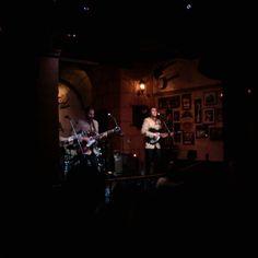 En The Corner disfrutando de The Liverpool Band