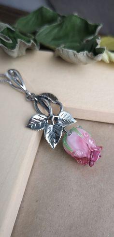 Handmade Lampwork Flower necklace, brooches earrings and bracelets by JewelryBeadsByKatie. Glass jewelry is a beautiful womens jewellery. Feminine jewelry with a glass flower for elegant women style #necklaces #jewelrysupplies #lampworkbeads