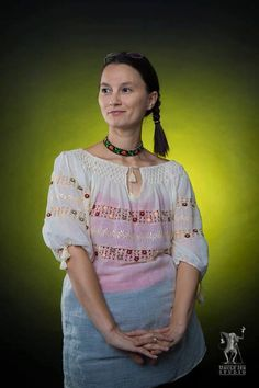 Oana has chosen to accesorize the traditonal Romanian Label blouse with a beautiful traditional necklace! International Day, Cool Pictures, Beautiful People, Label, Sari, Traditional, Studio, Celebrities, Blouse