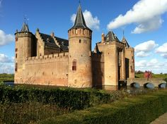 Muiderslot in Muiden, Noord-Holland. Nice castle just outside of Amsterdam. You can go by bus or cycle for around 50 min from Amsterdam Centraal.  They have falconer with 3 to 5 birds.