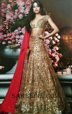 Thinking Indian bridal outfits? Go ahead and check out the best Ethnic Indian wear outfit ideas for weddings in Let your roots make you look glamrous. Lehnga Dress, Bridal Lehenga Choli, Manish Malhotra Bridal Lehenga, Gold Lehenga, Sabyasachi Bride, Saree Blouse, Lehenga Designs, Indian Attire, Indian Ethnic Wear