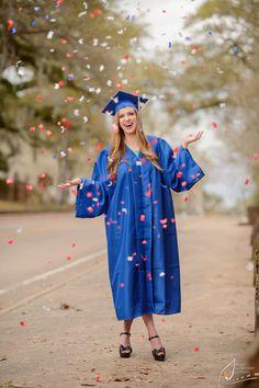 Senior Portrait / Photo / Picture Idea - Girls - Cap & Gown Source by wlbpublic. Graduation Cap Pictures, Graduation Picture Poses, College Graduation Pictures, Graduation Portraits, Graduation Photoshoot, Graduation Photography, Grad Pics, Grad Pictures, Senior Portraits