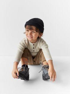Textured knit Henley sweater with long sleeves. Button closure at yoke. Little Boy Fashion, Kids Fashion Boy, Toddler Fashion, Zara Kids, Baby Boys, Toddler Boys, Cute Kids, Cute Babies, Shooting Photo