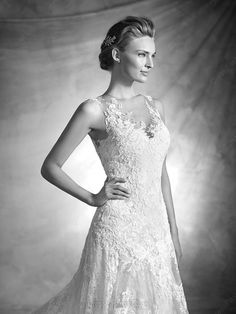 Affordable Cathedral Train Lace Tulle Appliques Lace Scoop Neck Ivory Wedding Dresses in UK