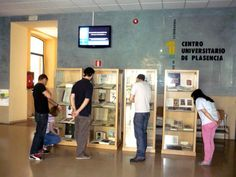 """Exposición bibliográfica """"Más que mil palabras"""" en el CEUP (2012) #exposiciones #libros #biblioteca #uex #ilustración"""