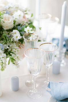Wedding Table Decorations Covered with romantic wedding flowers, sophisticated wedding table setting Wedding Table Centerpieces, Wedding Table Settings, Wedding Reception Decorations, Table Wedding, Sophisticated Wedding, Elegant Wedding, Blue Hydrangea Centerpieces, Romantic Wedding Flowers, Decoration Table