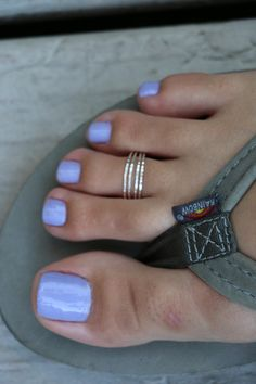 A great toe ring combo of four thin sterling wires with a slightly hammered finish Strands can be pulled apart for an even wider look Also looks great as a midi ring Pretty Toe Nails, Cute Toe Nails, Cute Toes, Pretty Toes, Purple Toe Nails, Diy Nails, Painted Toe Nails, Sterling Silver Toe Rings, Toe Nail Color