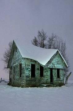 Abandoned Farm Houses, Abandoned Property, Old Farm Houses, Abandoned Mansions, Old Buildings, Abandoned Buildings, Abandoned Places, Interesting Buildings, Old Barns
