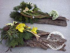 Best 9 anthorium and orchids – SkillOfKing. Ikebana Arrangements, Flower Arrangements Simple, Spring Home Decor, Fall Decor, Holiday Decor, Grave Decorations, Flower Decorations, Memorial Flowers, Cemetery Flowers