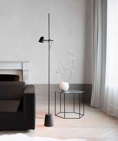 The Counterbalance LED Floor Lamp by Luceplan bewitches with its elegant design. This floor lamp looks lovely in modern style homes. Corner Floor Lamp, Led Floor Lamp, Living Room Lighting, Home Lighting, Living Room Modern, Home Living Room, Modern Style Homes, Piece A Vivre, Living Room Flooring