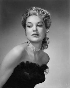 Joan Shawlee born in Forest Hills, New York on 5 March She died 22 March 1987 in Hollywood, California. Old Hollywood Glamour, Hollywood Stars, Norman, Female Movie Stars, Isabelle Adjani, Jamie Lee, Black And White Portraits, Women In History, Vintage Beauty