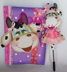 Foam Crafts, Ideas Para, Origami, Minnie Mouse, Dolls, Disney Characters, Diy And Crafts, Pens And Pencils, Decorated Notebooks