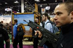 Israel_Weapon_Industries_IWI_Tavor_SAR_Semi-Auto-Only_Tactical_Carbine_Rifle_IWI_Tavor_TAR-21_Assault_Rifle_Carbine_SHOT_Show_2013_David_Crane_DefenseReview.com_DR_7.jpg (2000×1333)
