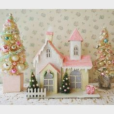 A little pink house surrounded by trees is a perfect addition to your pink bedroom at Christmas by pinkfarmtiques on Instagram | Vibbi