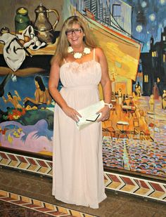 On the Carnival Conquest in my Blush Chiffon Dress from H&M with a cream clutch